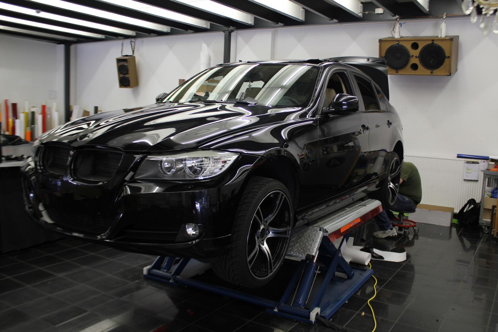 BMW_3ER_FOLIERUNG_MIDNIGHTBLACK_METALLIC_MATT_01