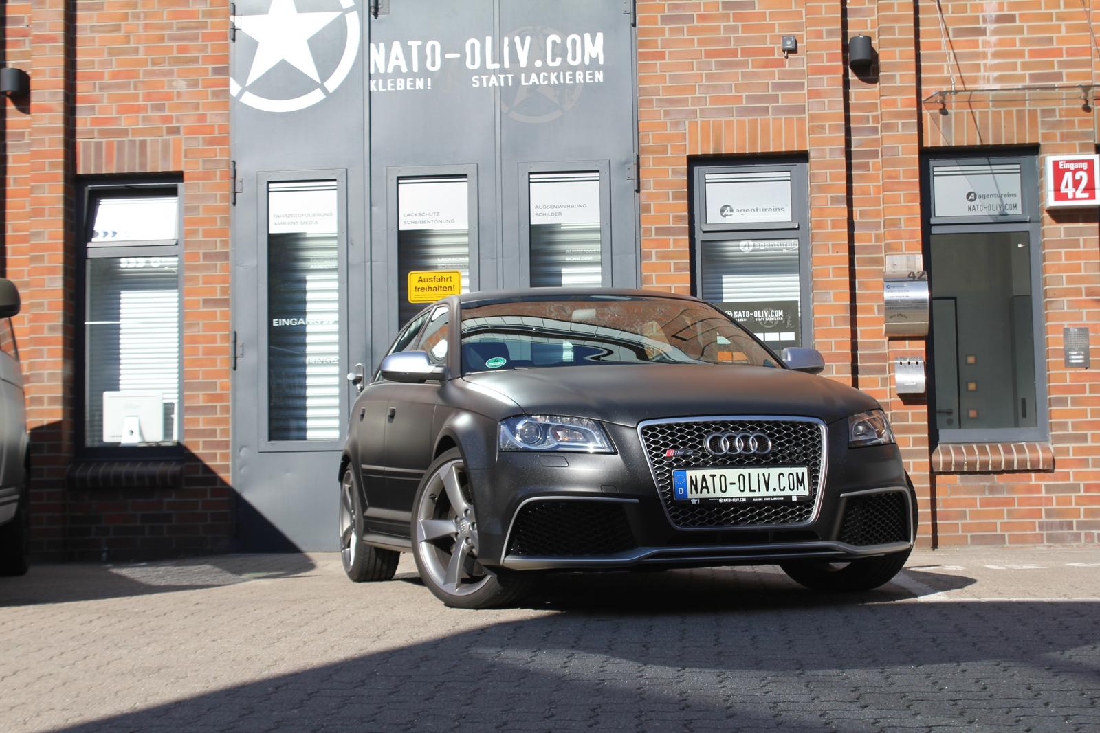 Frontalansicht des Audi RS3 mit Folie in Midnightblack metallic matt beklebt
