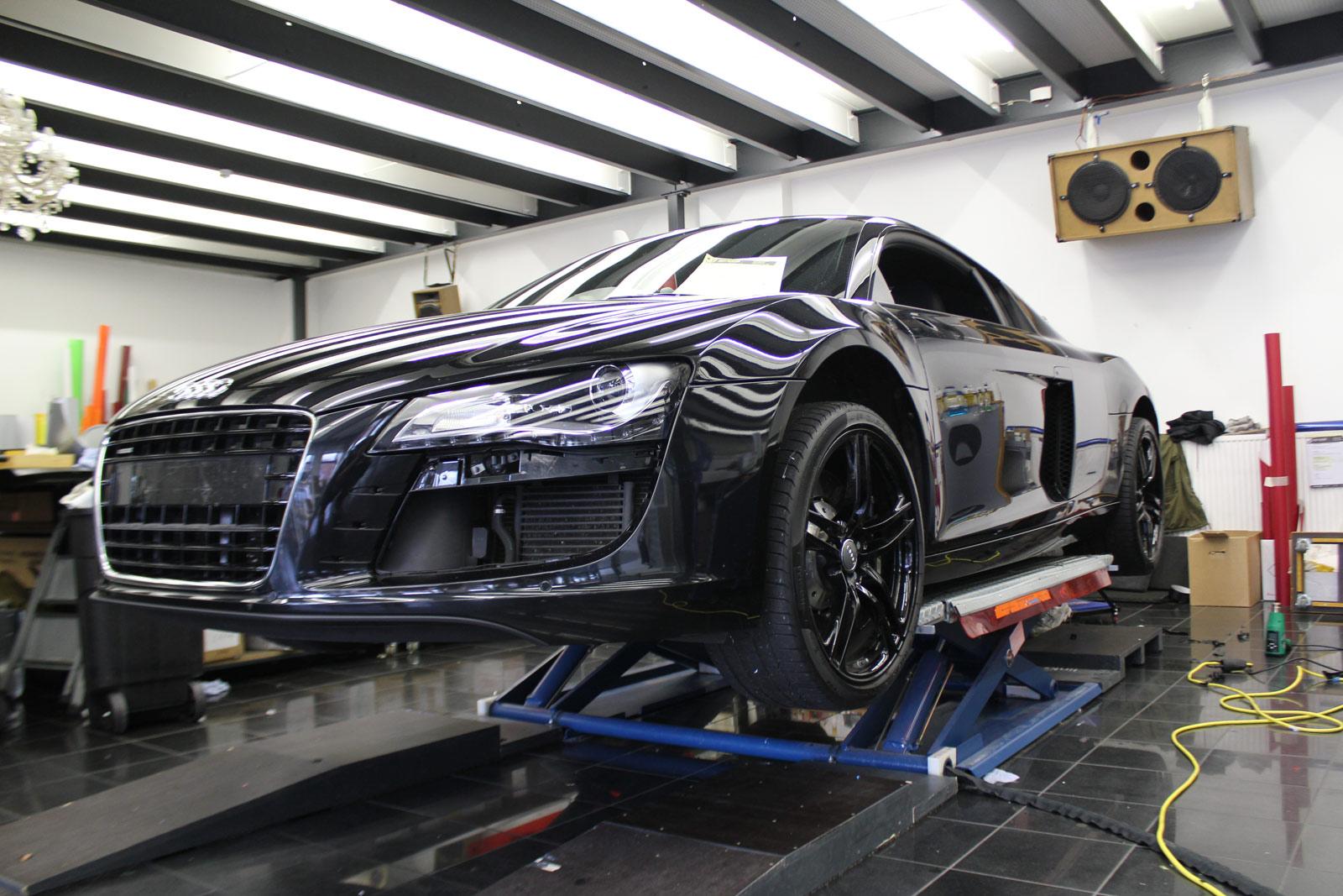 Audi_R8_schwarz_matt_folierung_mit_carbon_01