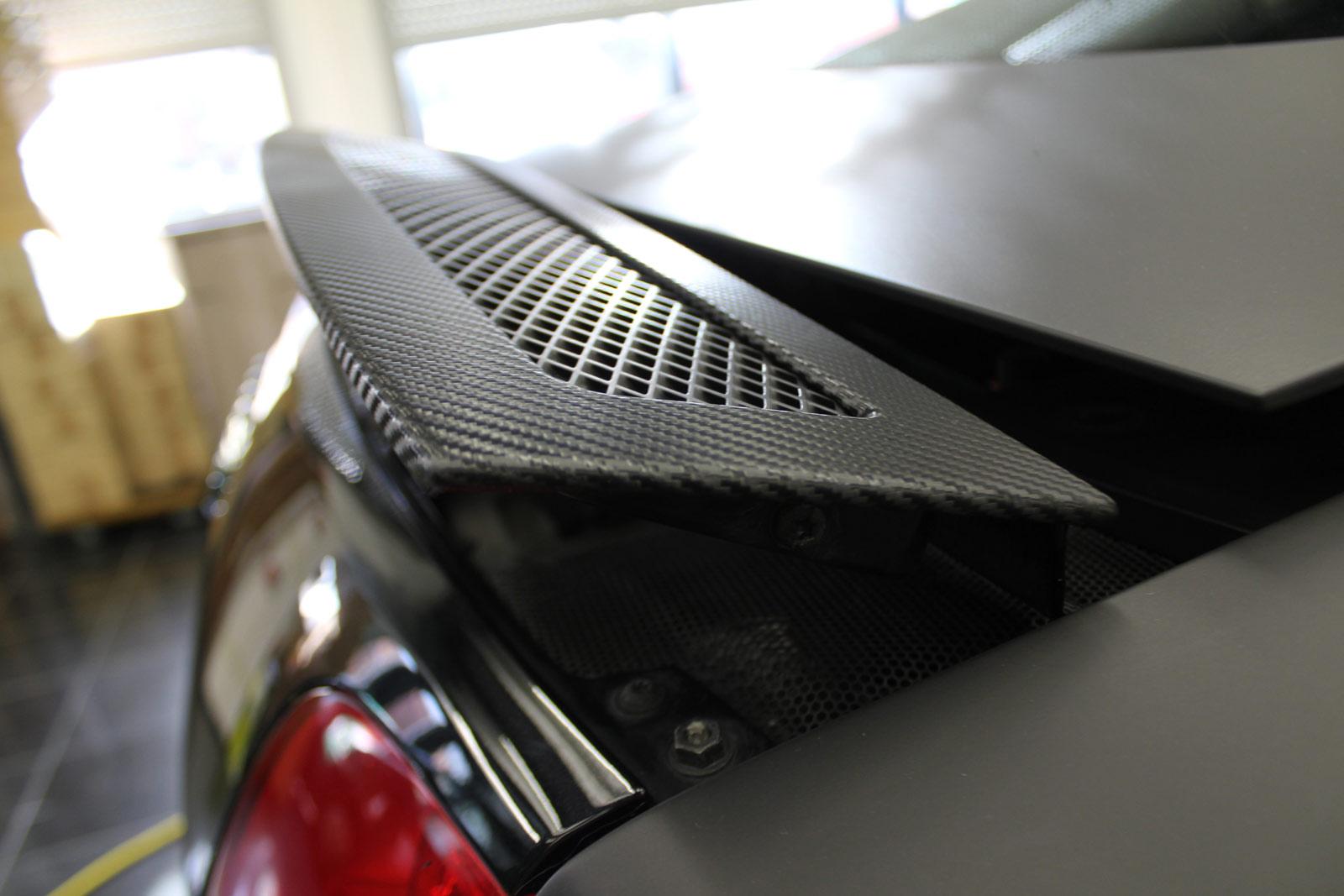 Audi_R8_schwarz_matt_folierung_mit_carbon_06