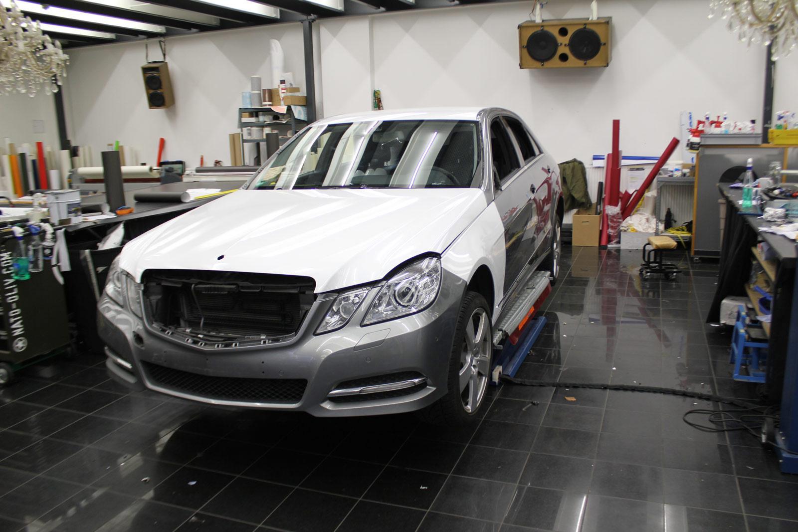 Mercedes_E-Klasse_weiss_glanz_foliert_carbon_spiegel_02