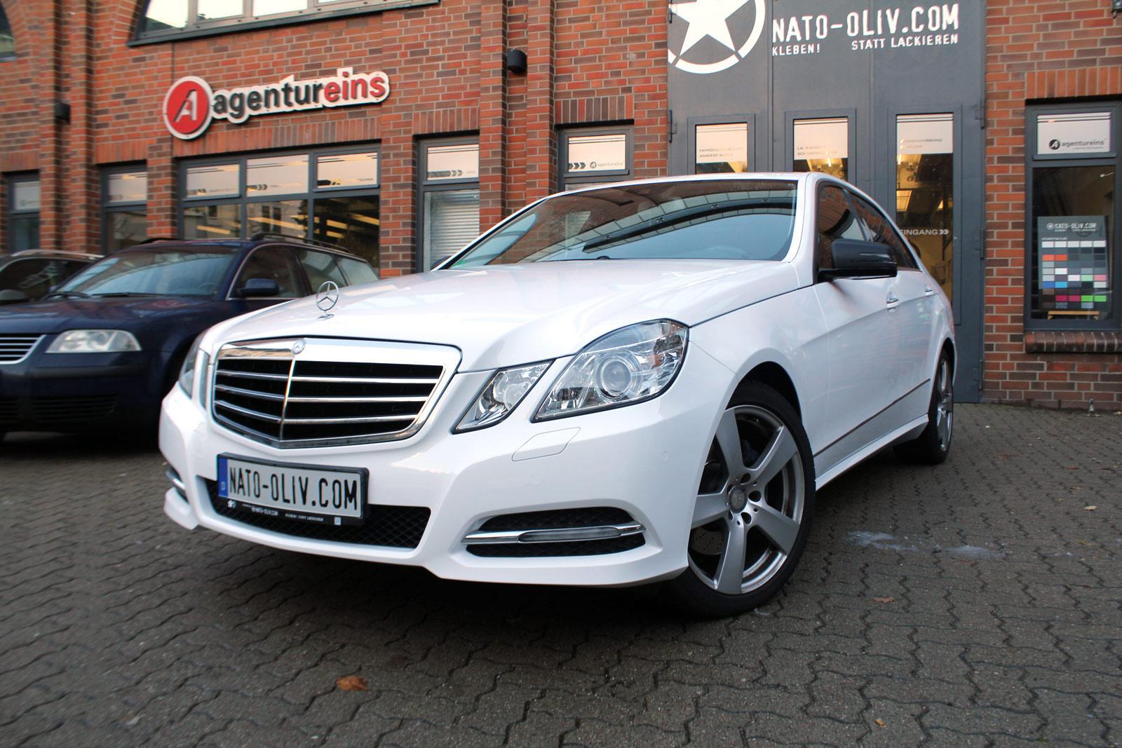 Mercedes_E-Klasse_weiss_glanz_foliert_carbon_spiegel_08