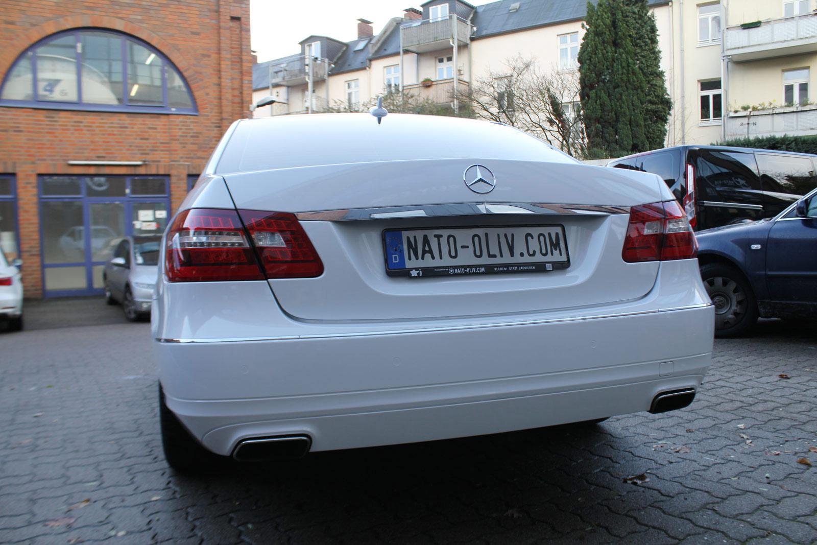 Mercedes_E-Klasse_weiss_glanz_foliert_carbon_spiegel_13