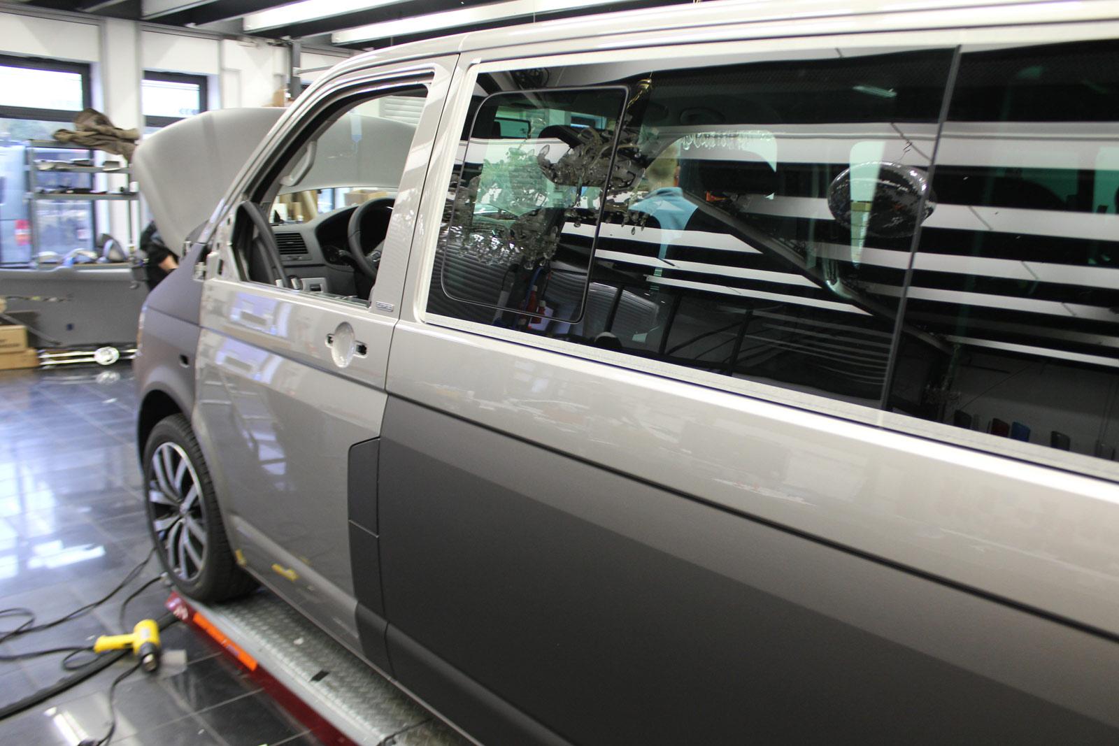 VW_T5_MULTIVAN_FAHRRADHALTERUNG_SCHUTZ_CHARCOAL_METALLIC_MATT_02