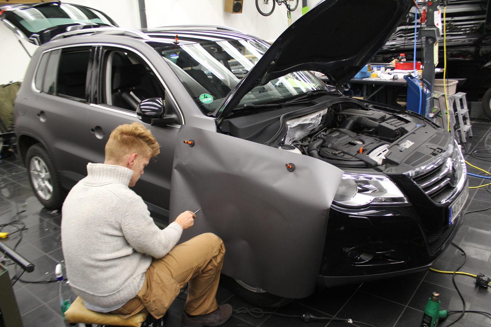 VW_Tiguan_Foliert_Anthrazit_Matt_Metallic_Carbon_Spiegel_02