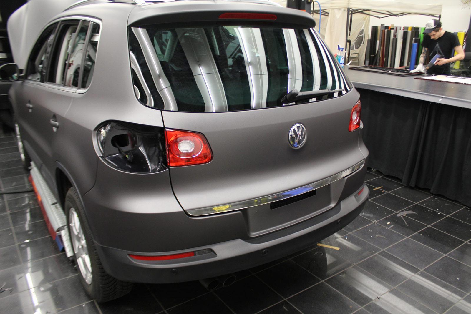 VW_Tiguan_Foliert_Anthrazit_Matt_Metallic_Carbon_Spiegel_05