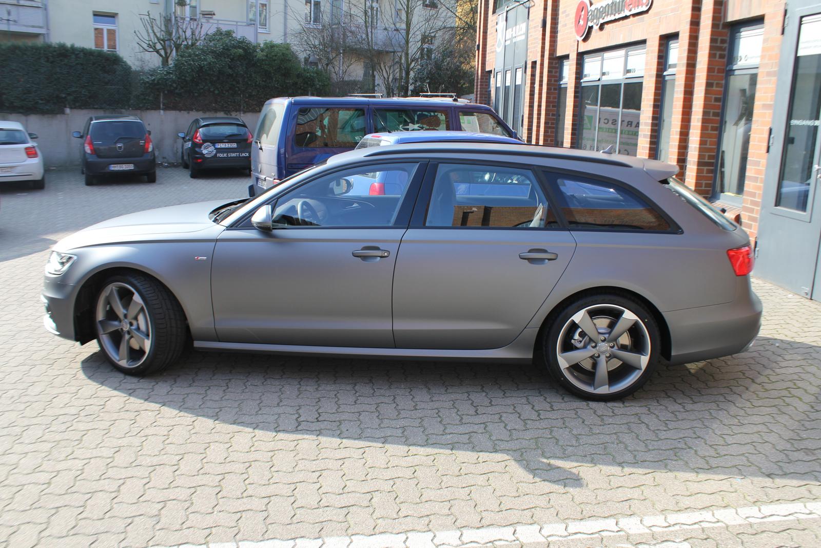 Seitenansicht des Audi A6 Avant S-Line mit Folierung in grey matt metallic