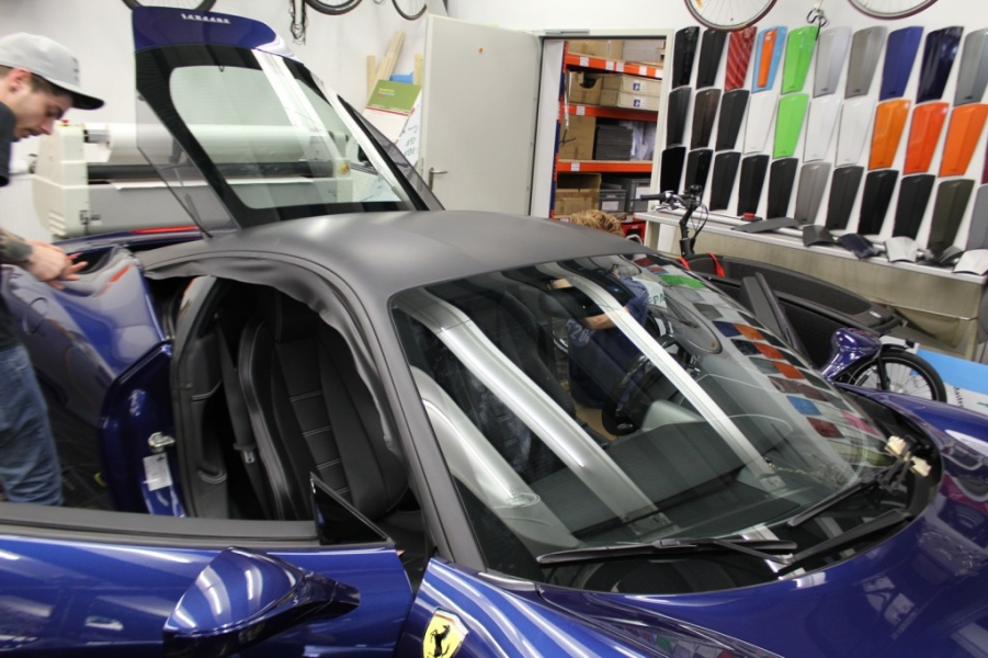 Ferrari 458 Speciale Dachfolierung schwarz matt Nato Oliv Hamburg