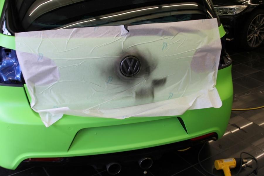 VW GOLF R IN GIFTGRUEN