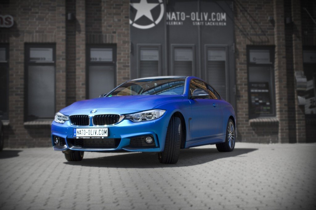 BMW 4ER IN BLAU MATT METALLIC