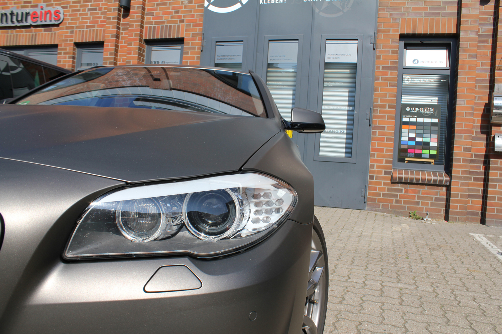 Car Wrapping Auto Folierung BMW 5er Touring Charcoal Matt Metallic