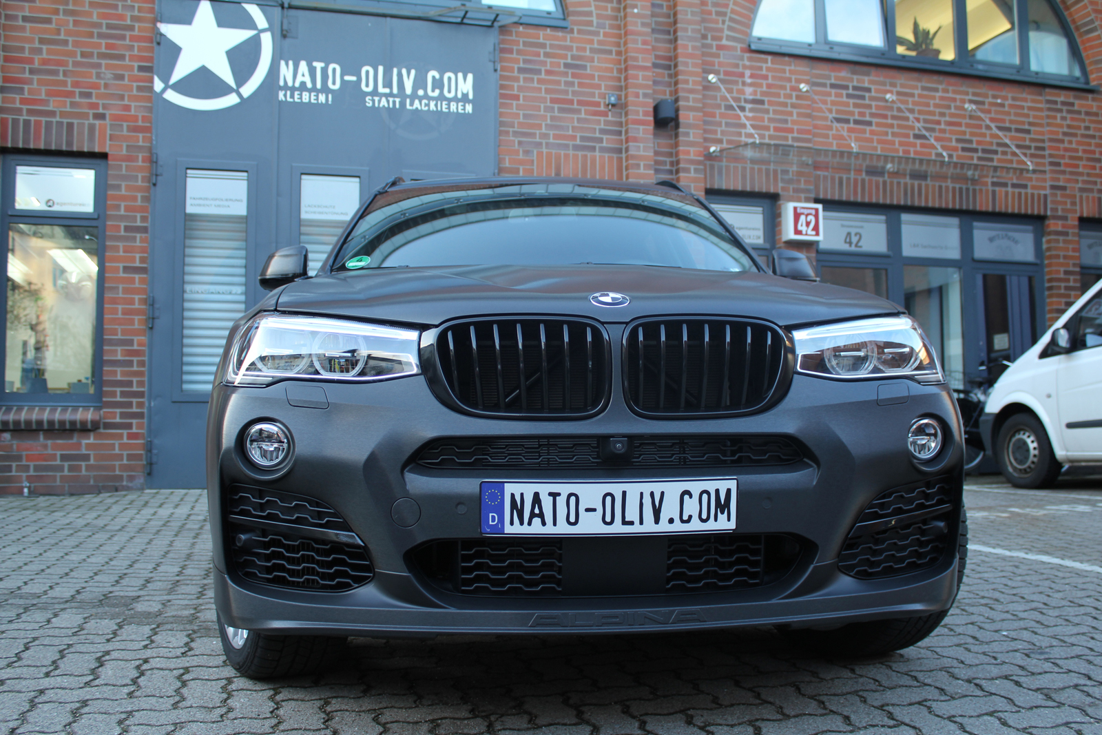 BMW_X3_CAR-WRAPPING_SCHWARZ_GEBUERSTET_FOLIE_01