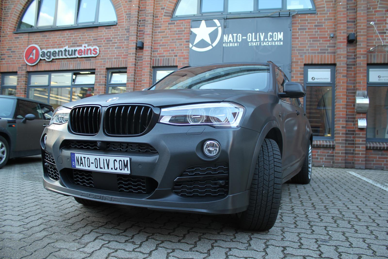 BMW_X3_CAR-WRAPPING_SCHWARZ_GEBUERSTET_FOLIE_02