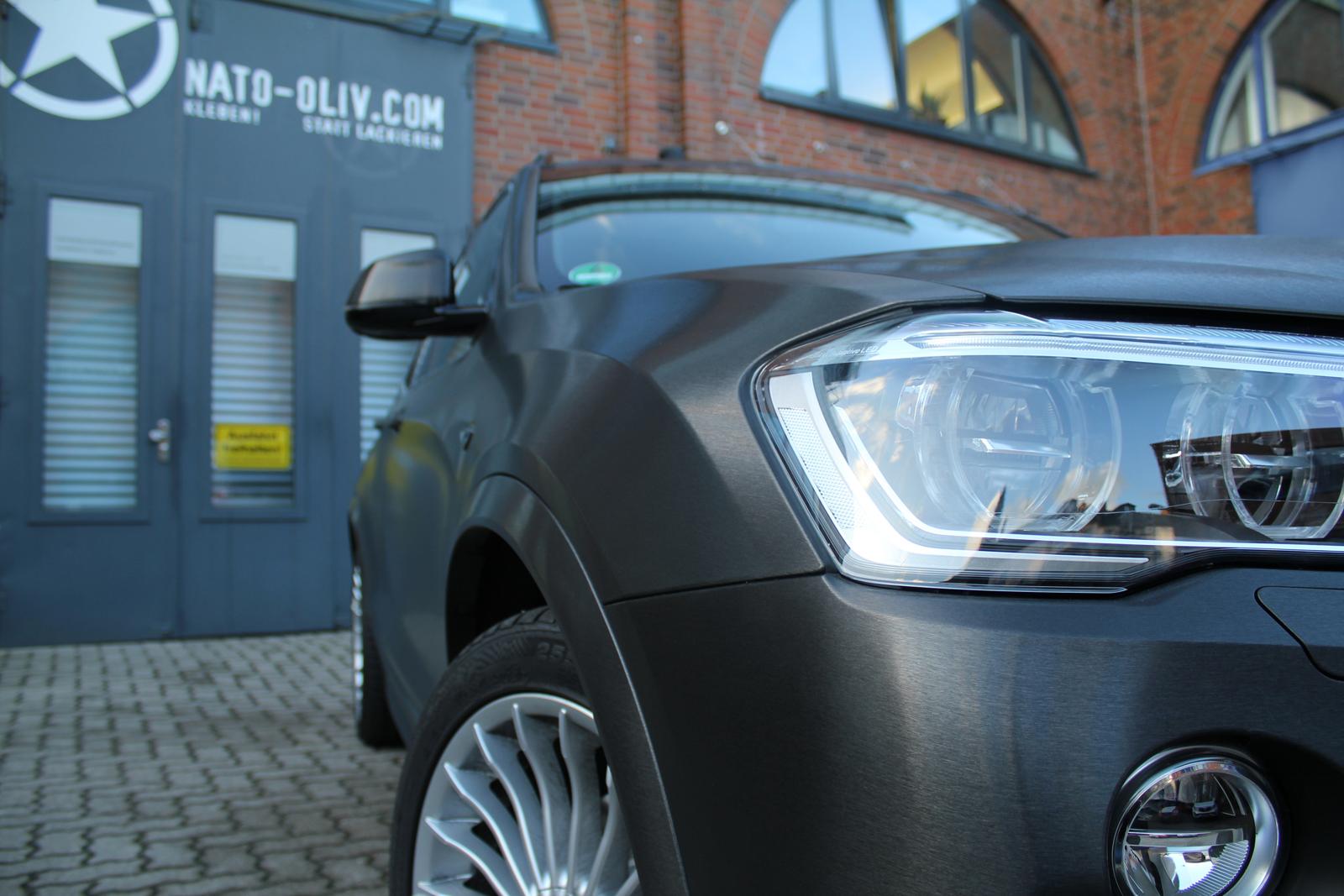 BMW_X3_CAR-WRAPPING_SCHWARZ_GEBUERSTET_FOLIE_06