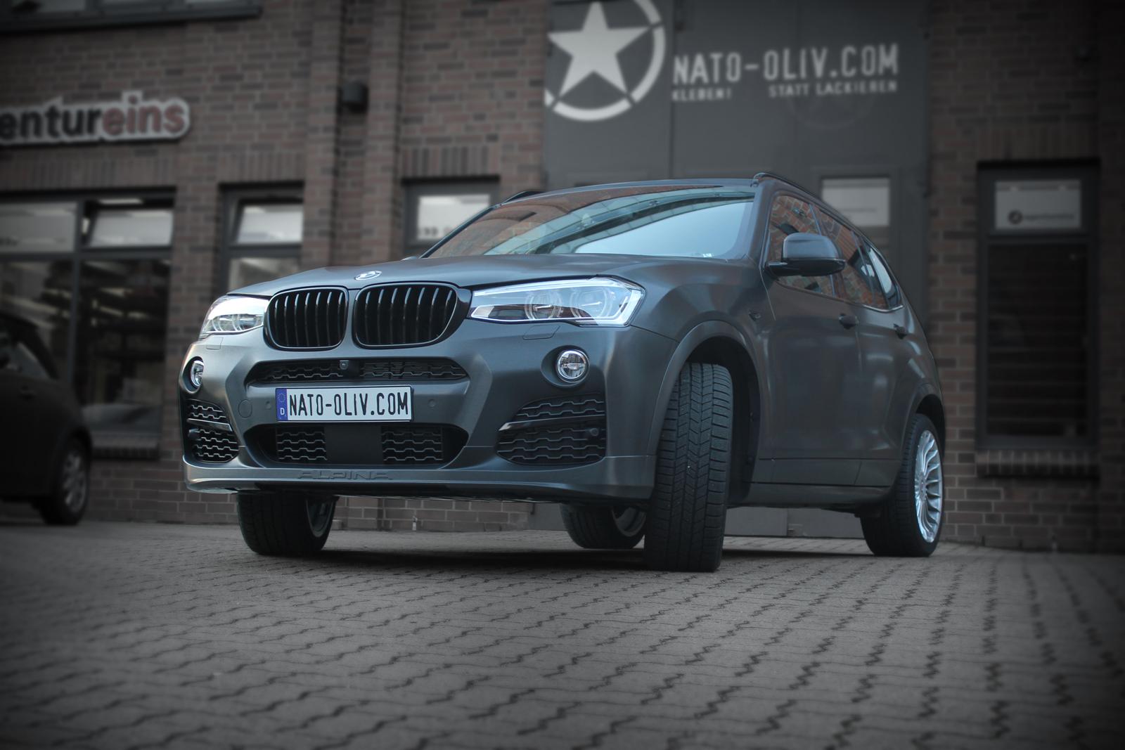 Car Wrapping in schwarz gebuerstet und schwarz matt auf einem BMW X3