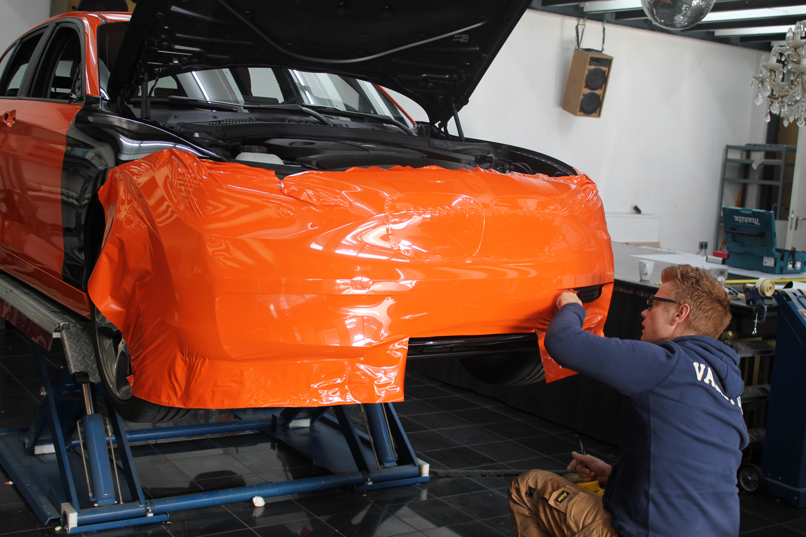 BMW_1ER_CAR-WRAPPING_ORANGE_GLANZ_FOLIE_BLUMEN_01