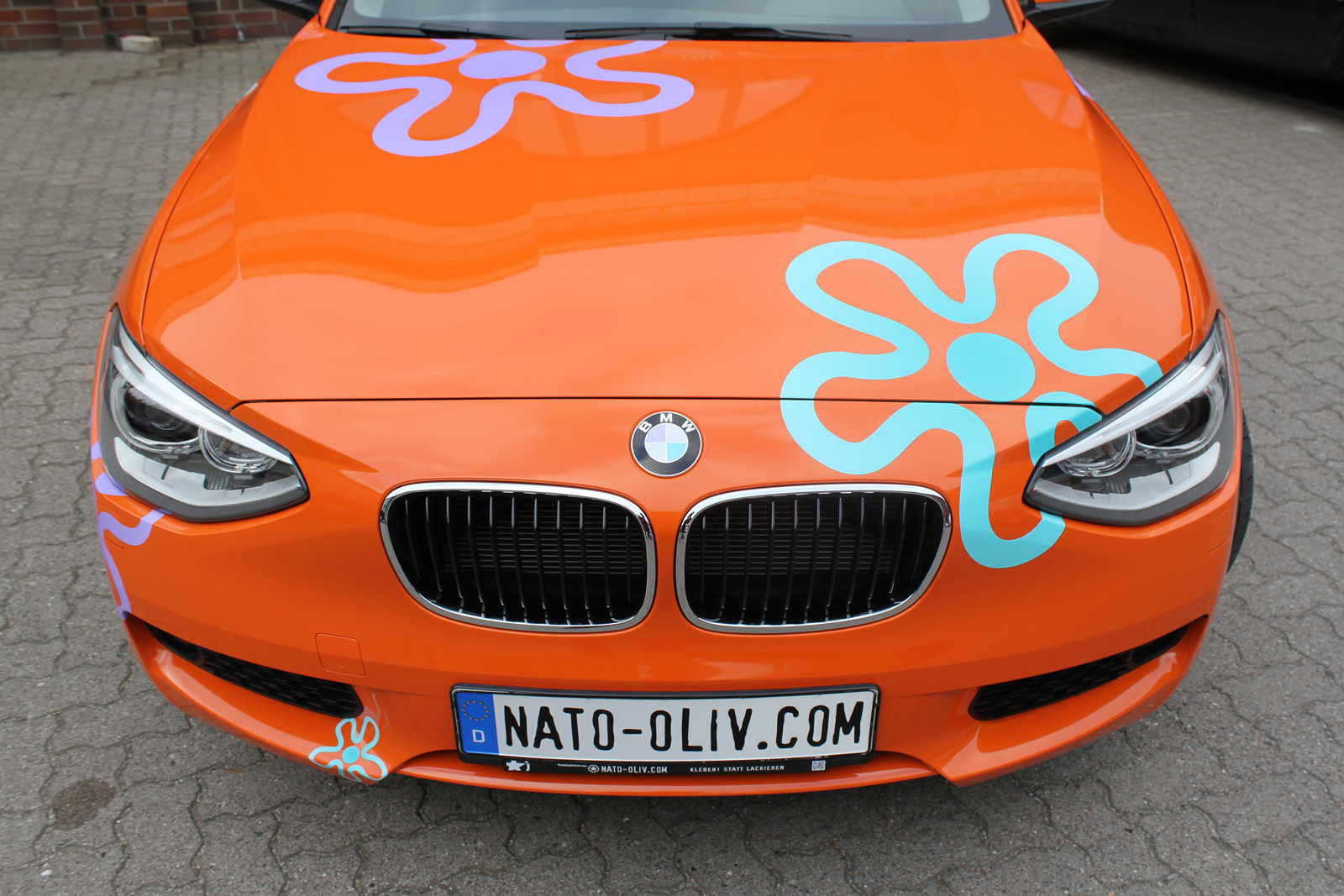 BMW_1ER_CAR-WRAPPING_ORANGE_GLANZ_FOLIE_BLUMEN_07