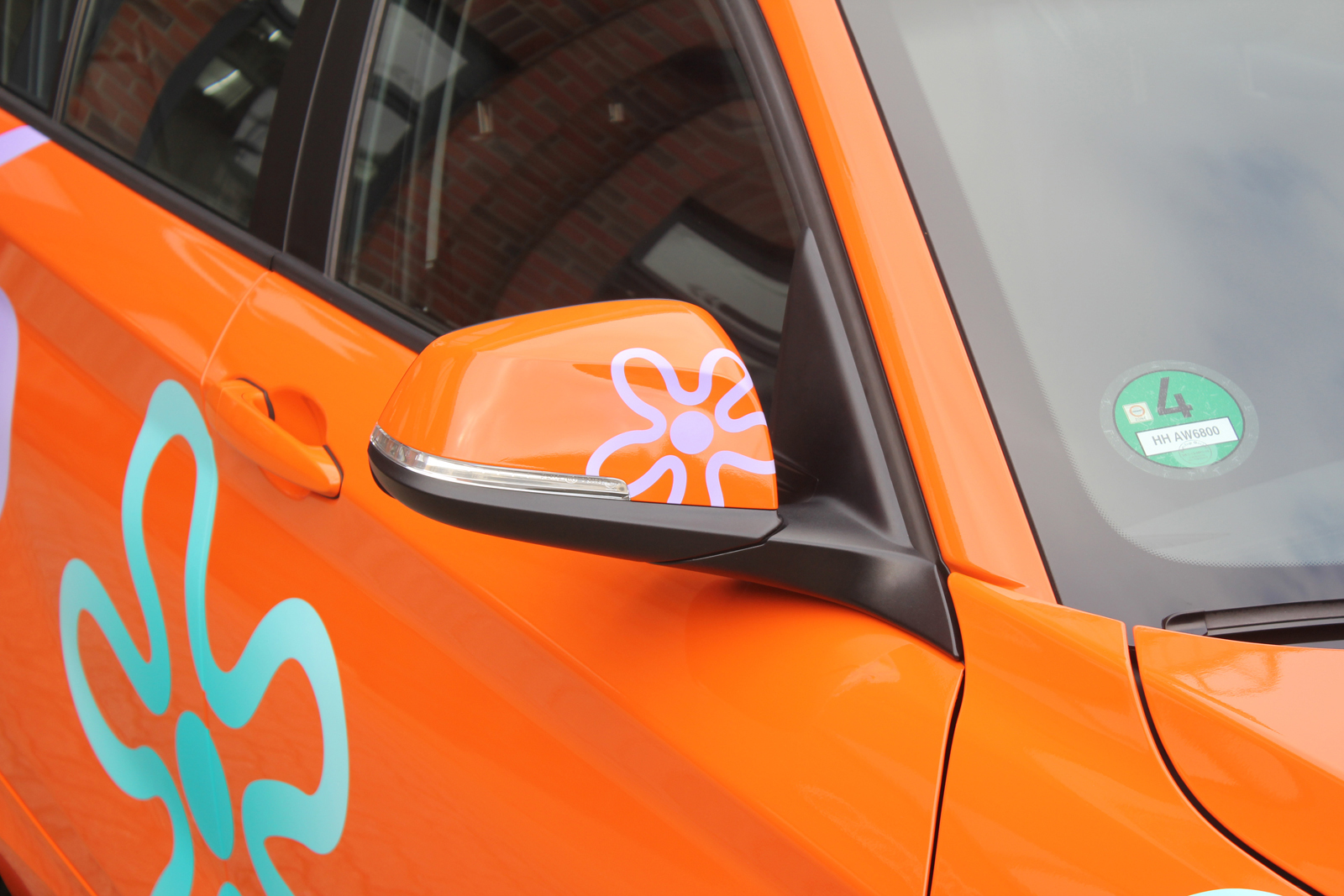 BMW_1ER_CAR-WRAPPING_ORANGE_GLANZ_FOLIE_BLUMEN_09