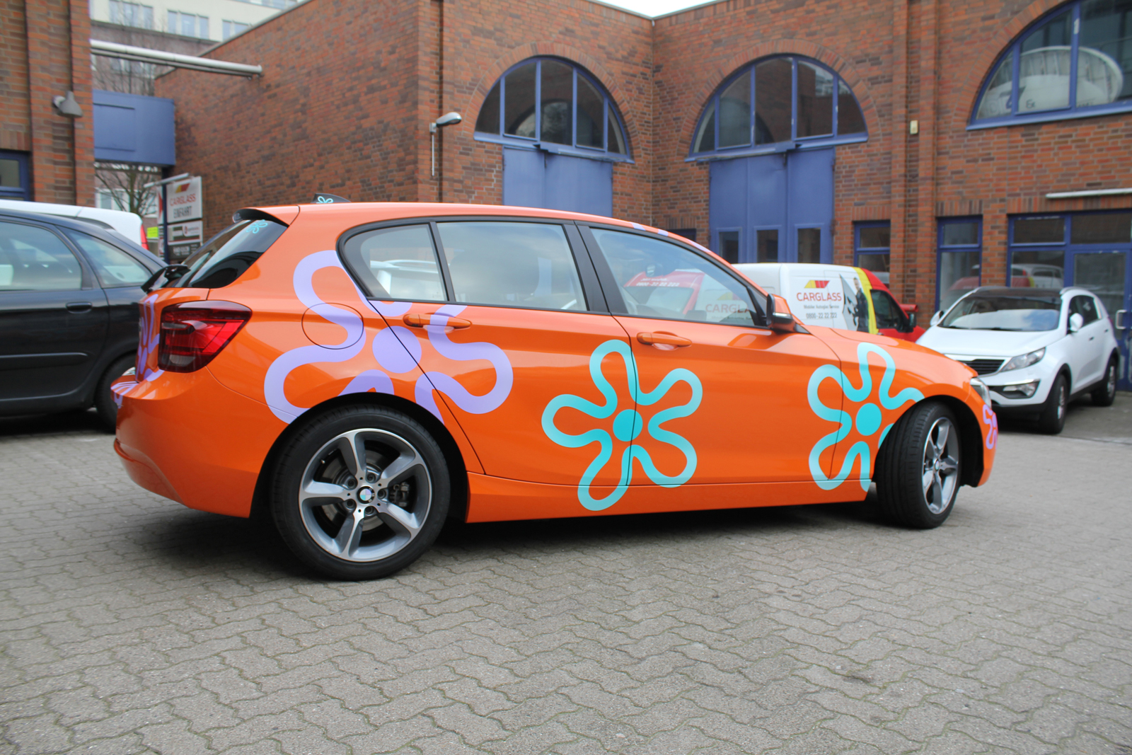 BMW_1ER_CAR-WRAPPING_ORANGE_GLANZ_FOLIE_BLUMEN_10