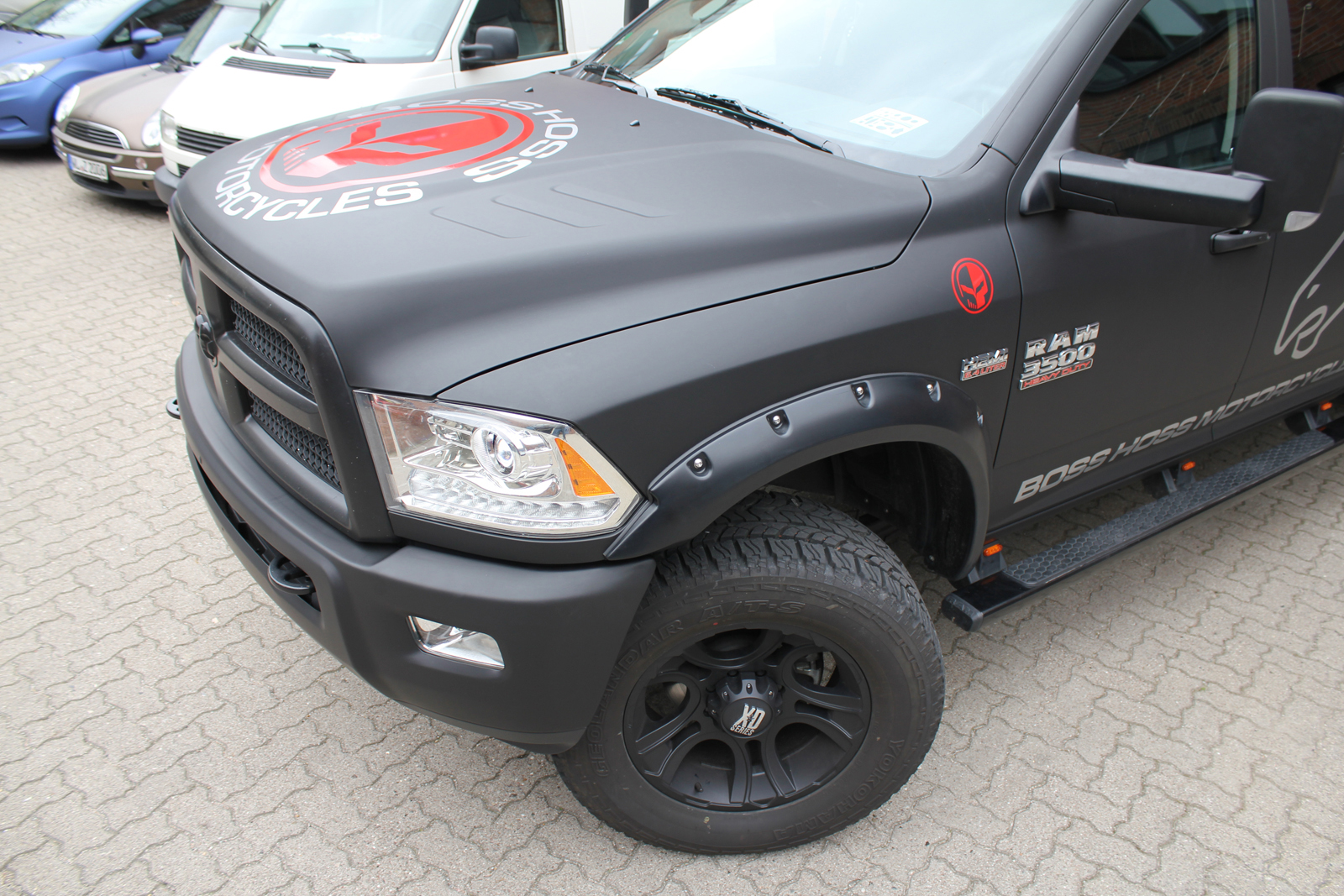 DODGE_RAM_CAR-WRAPPING_SCHWARZ_MATT_BOSS_HOSS_MOTORCYCLES_BRANDING_06