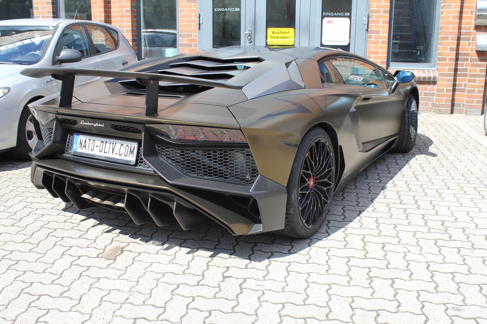 LAMBORGHINI_AVENTADOR_SV_CAR-WRAPPING_BOND_GOLD_04