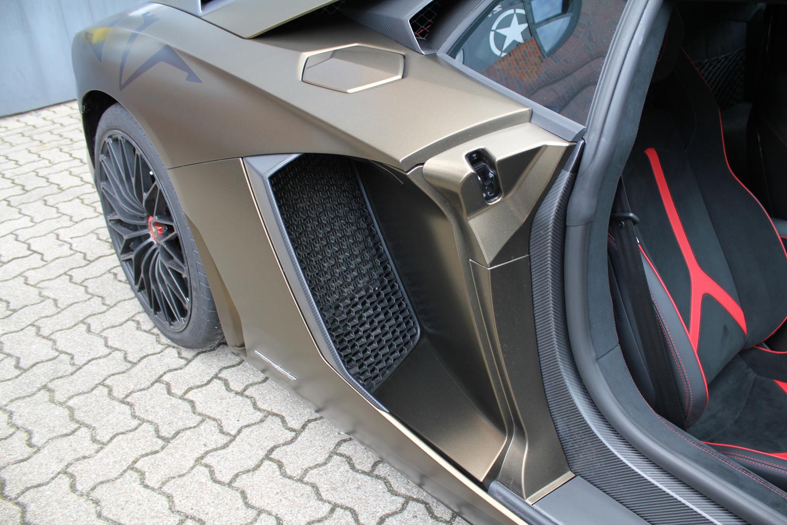 LAMBORGHINI_AVENTADOR_SV_CAR-WRAPPING_BOND_GOLD_05