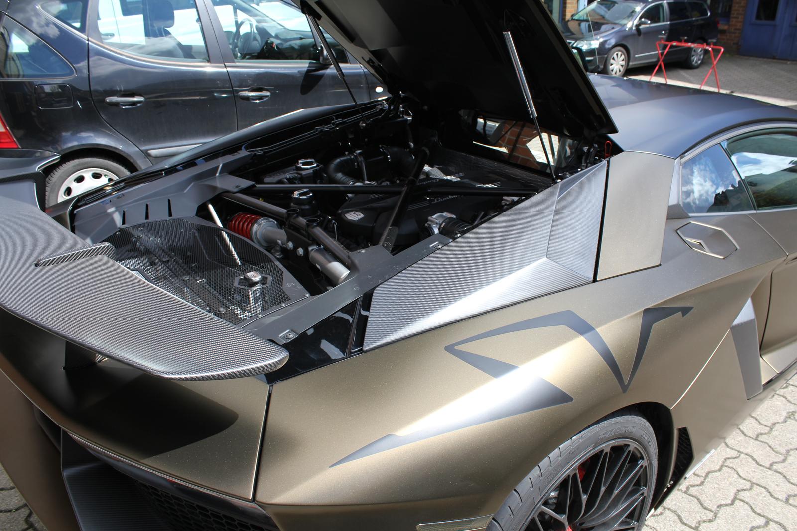 LAMBORGHINI_AVENTADOR_SV_CAR-WRAPPING_BOND_GOLD_11