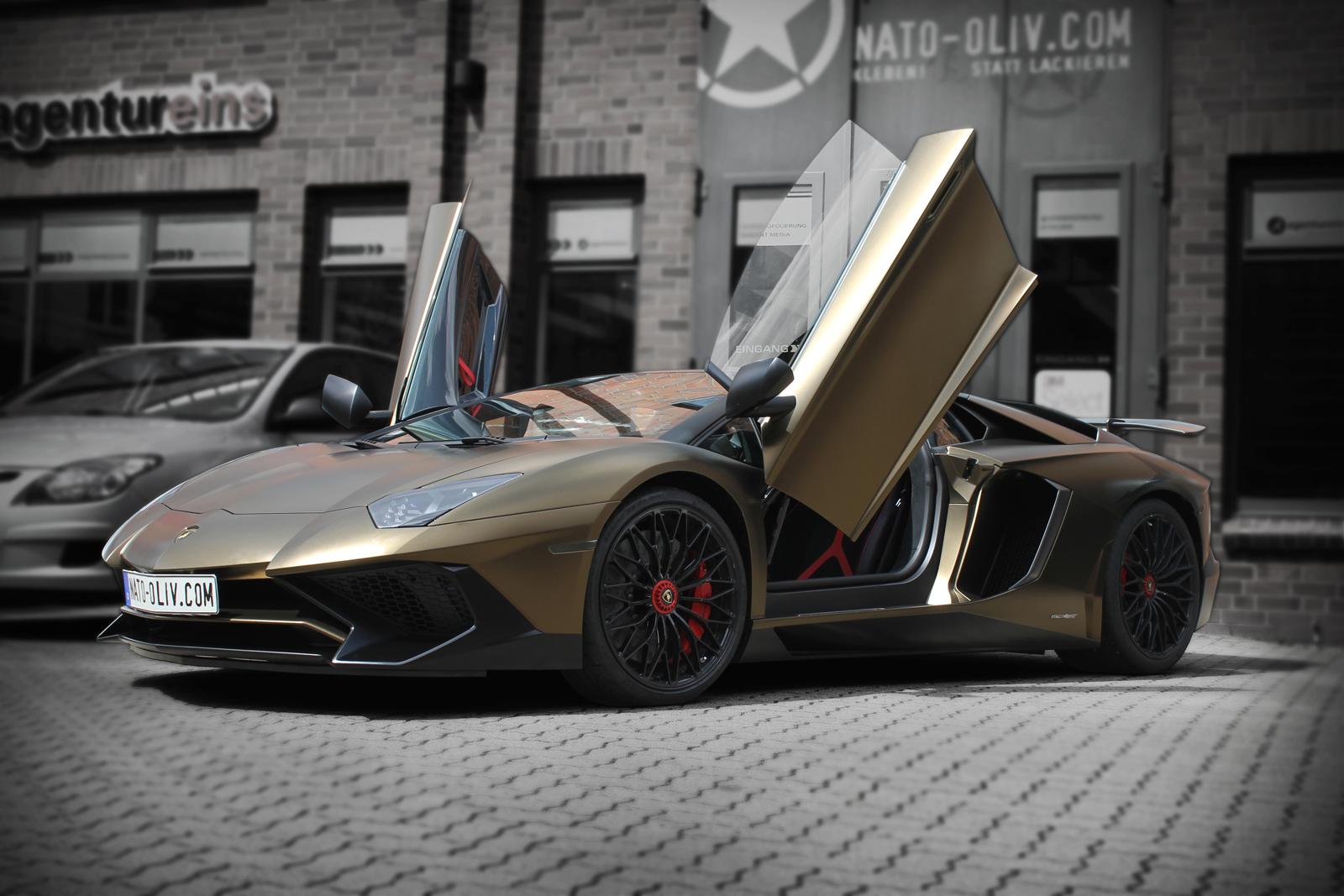 LAMBORGHINI_AVENTADOR_SV_CAR-WRAPPING_BOND_GOLD_TITELBILD