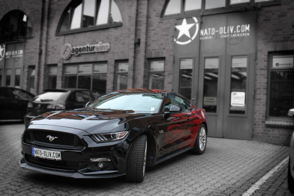 FORD MUSTANG 5.0 IN TRUE BLOOD RED