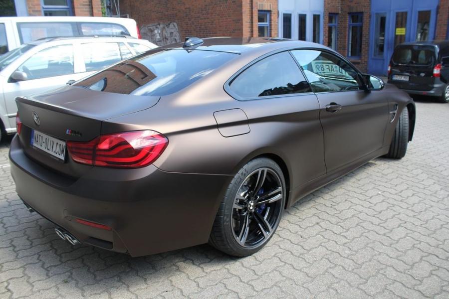 BMW M4 Coupé dunkelbraun matt metallic Premium Wrapping Hamburg