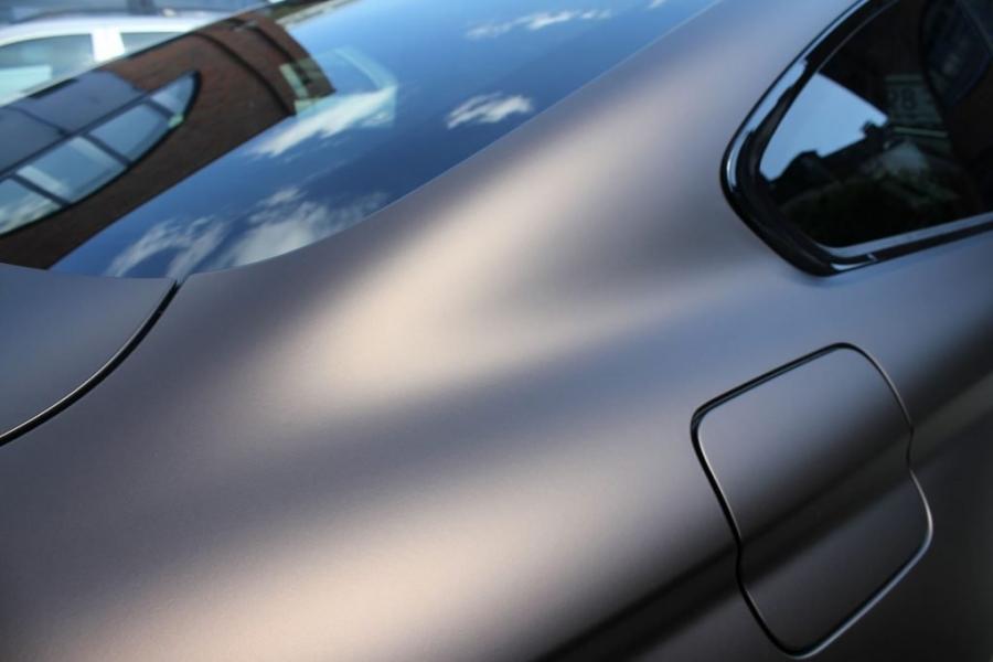 BMW M4 Coupé dunkelbraun matt metallic Premium Folierung Hamburg