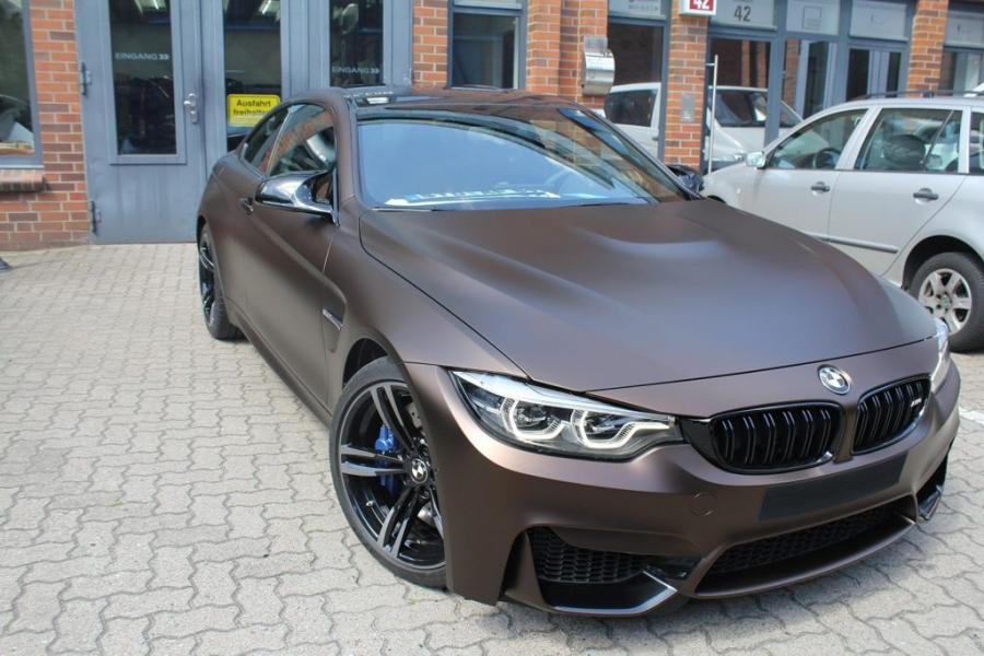 BMW M4 Coupé dunkelbraun matt metallic Autofolie Hamburg