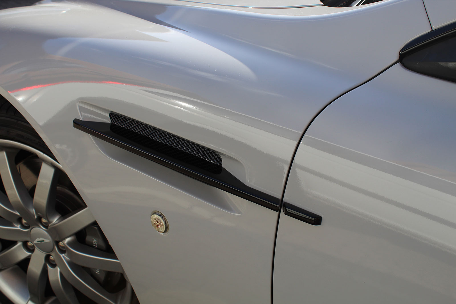 Aston Martin Db9 Volante Folierung Kreide grau Nato Oliv Hamburg