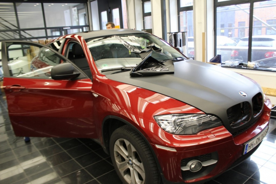 BMW X6 Autofolie schwarz matt Car Wrapping Hamburg