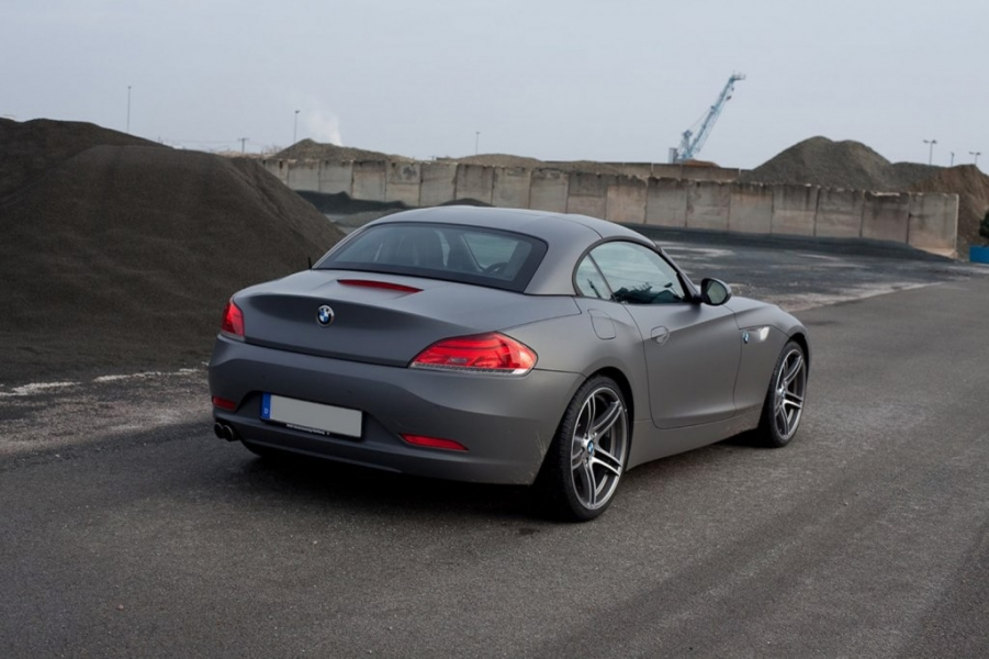 BMW Z4 dunkelgrau seidenmatt Fahrzeugfolierung Hamburg