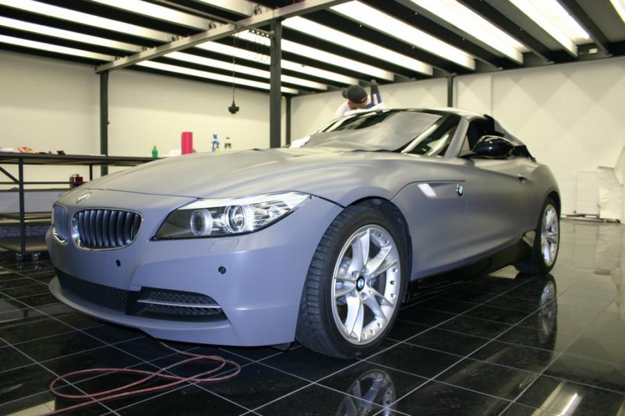 BMW Z4 dunkelgrau seidenmatt hochwertige Folierung Hamburg