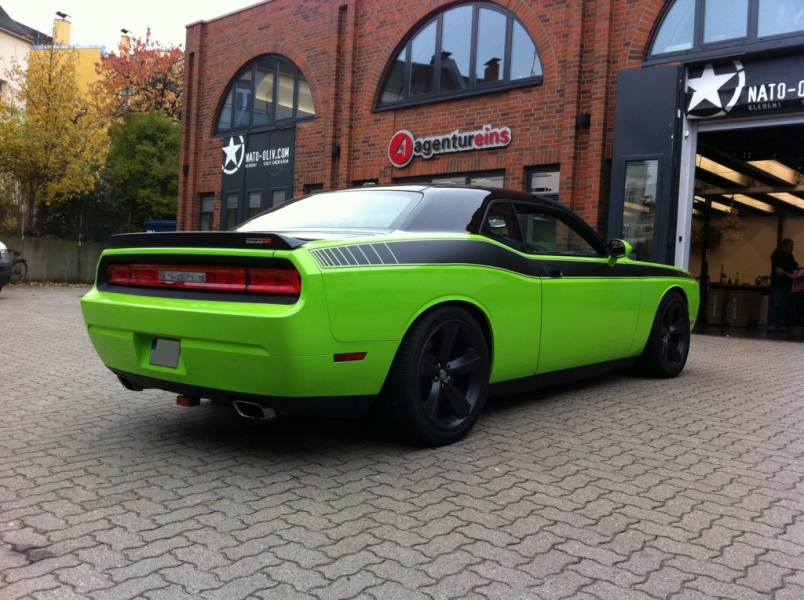 Dodge Challenger Folierung griftgrün Hamburg