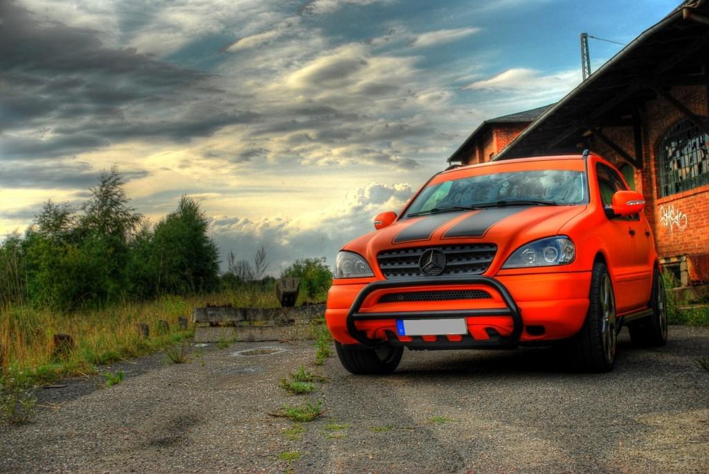 Mercedes ML Premium Folierung in orange matt mit schwarzen Rallyestreifen Hamburg Schwerin