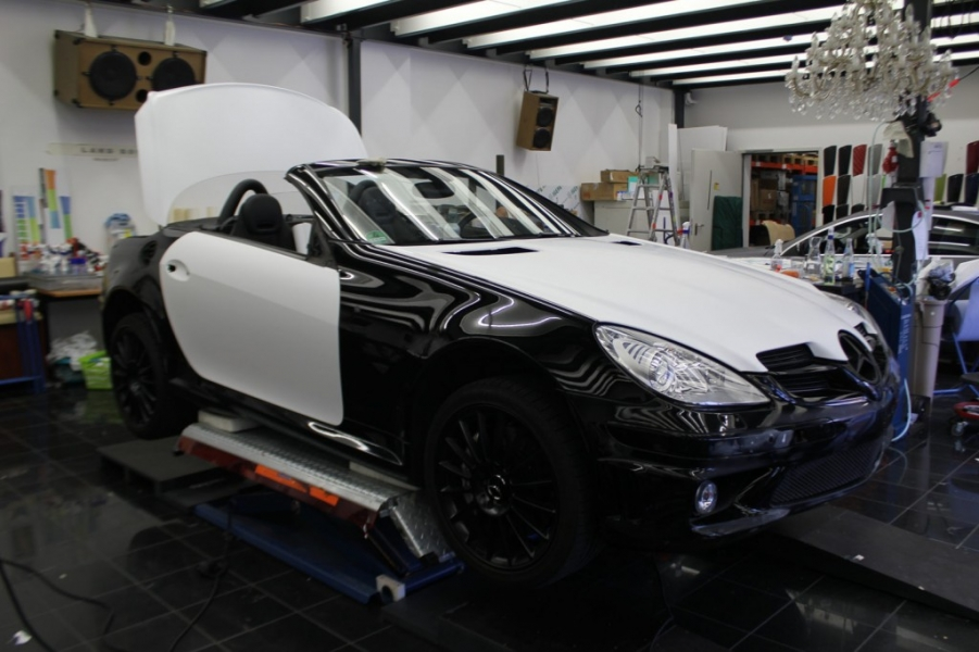 Mercedes SLK weiss matt während Car Wrapping