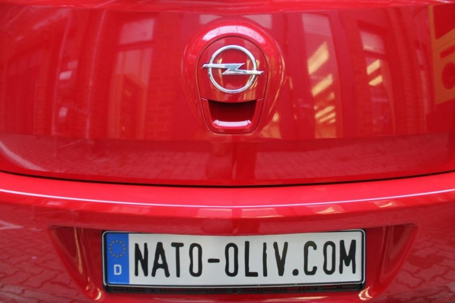 Opal Agila rot glanz Car Wrapping Hamburg