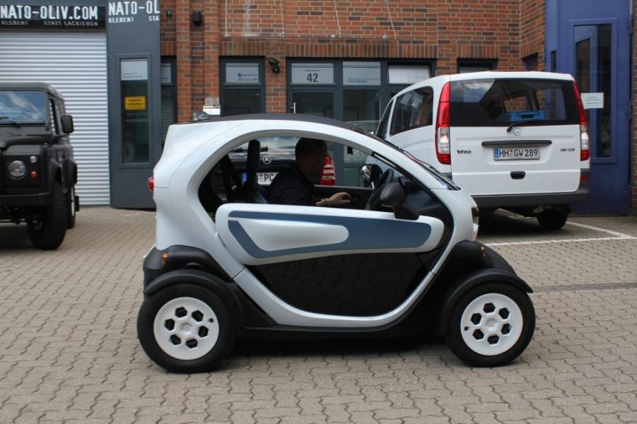 Renault Twizy Sto vor Werbebeschriftung Hamburg