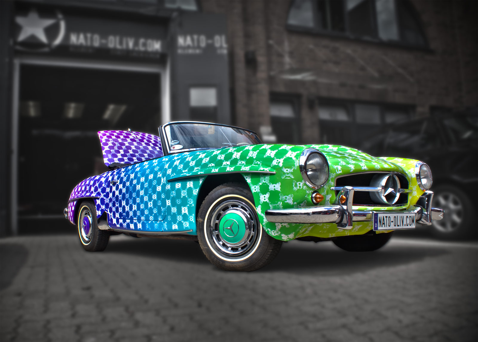 Mercedes 10 SL in Regenbogenfarben Handbestempelt
