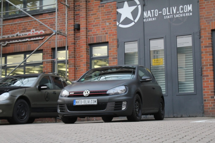 VW Golf GTI schwarz matt Premium Wrapping Hamburg